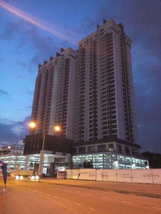New Luxurious Condo Suites next to Aeon
