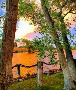 Lakefront oasis and Dirt Bike heaven