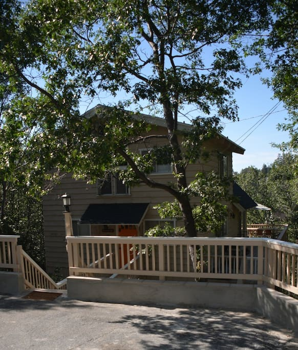 Tavern bay lodge walk to the lake cabins for rent in for Cabins in lake arrowhead ca
