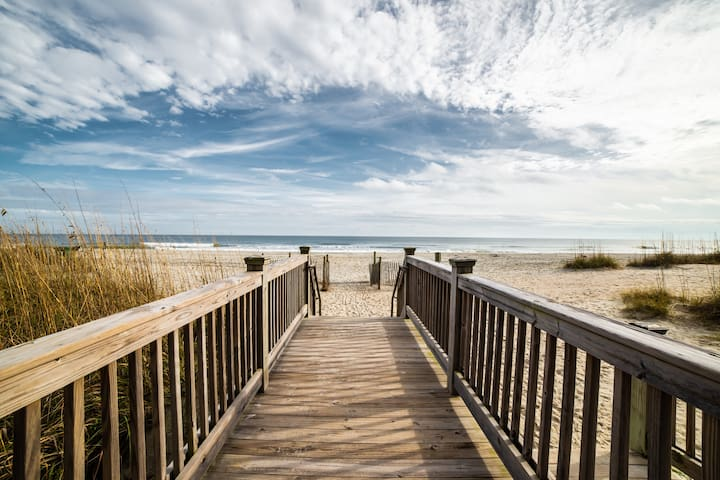 SECOND WIND-Conveniently located-walk to the beach