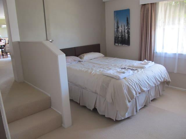 Queen bed, bedroom