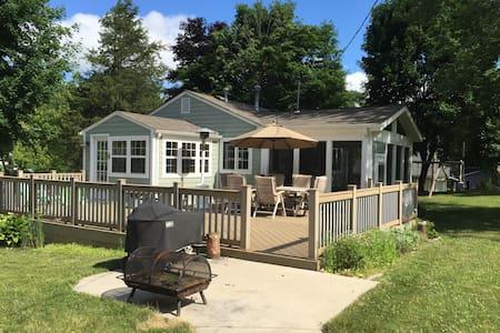 Cozy Cottage - Burlington - House