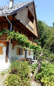 Chalet typique savoyard Jarrier famille nature - Apartment