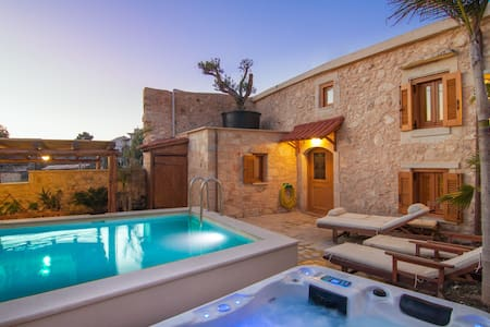 Luxury Villa  with Pool & Hot Tub - Villa