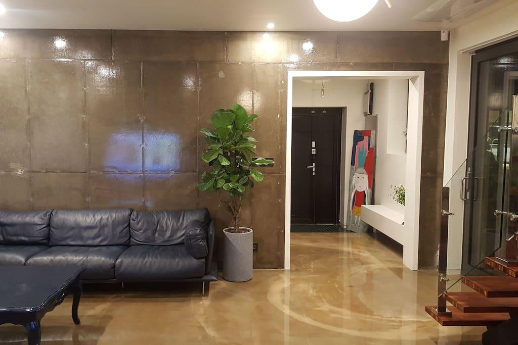 본동  일층  현대식  프라이빗 라이프 침실과  욕실1.린넨실.화장실 1.2  .세탁실.간이 주방이  있어요