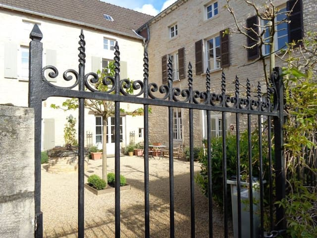 Boutique B&B in Wine Village - Saint-Gengoux-de-Scissé - Bed & Breakfast