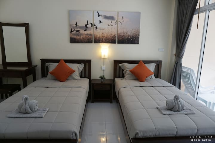 Deluxe King Bed Apartment & Pool