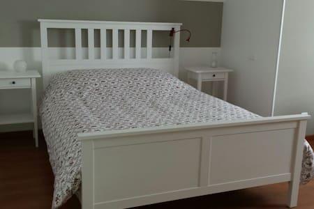 Jolie chambre spacieuse   - Les Fins - House