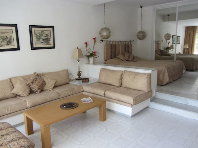 Miraflores Resort. Luxury split-level condo for 2. - Mijas