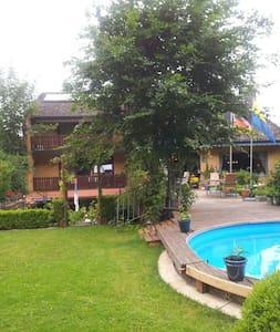 Gemütliche Wohnung am Stadtwald  UE - Daire