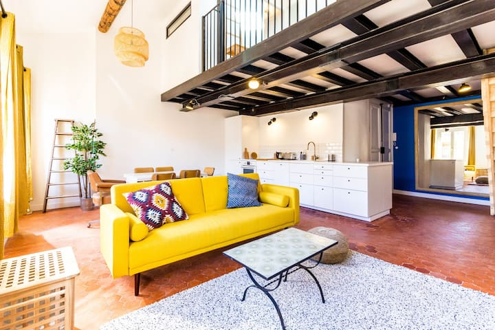 LUMINOUS APARTMENT IN THE 6TH BOROUGH IN MARSEILLE FOR 4 PEOPLE
