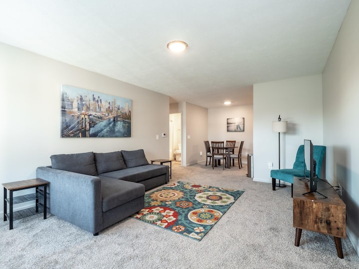 Spacious, Modern Home - Close to Sports Center- Sports Force Park- Cedar Point