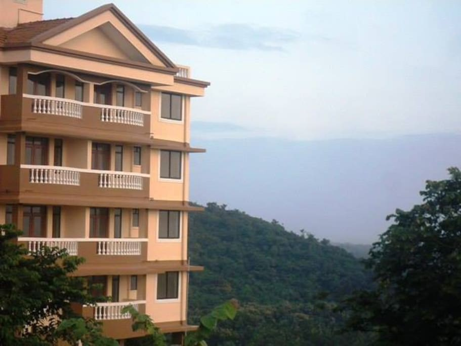 Sea View and Valley View with fresh breeze. Amazing view during sunset. Just 6 kms from Dabolim Airport