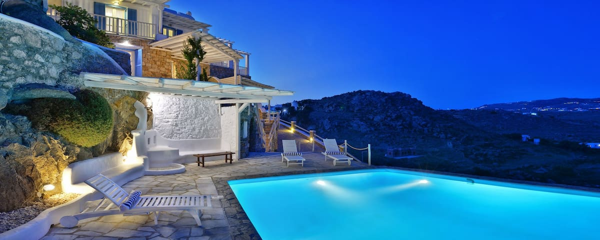Luxurius VillaThelgoMykonos  IV amazing  sea View!