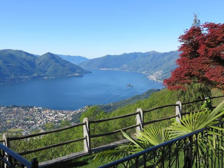 Panorama Adlerhorst 800m über dem Lago Maggiore