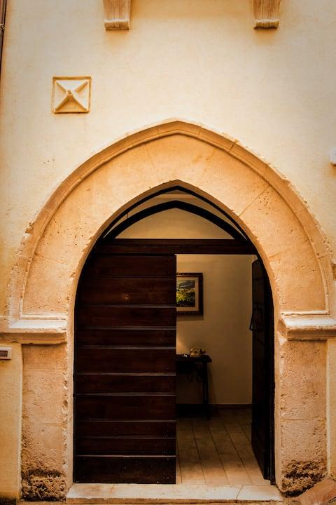 Host House Michele degli archi centro storico. LT.
