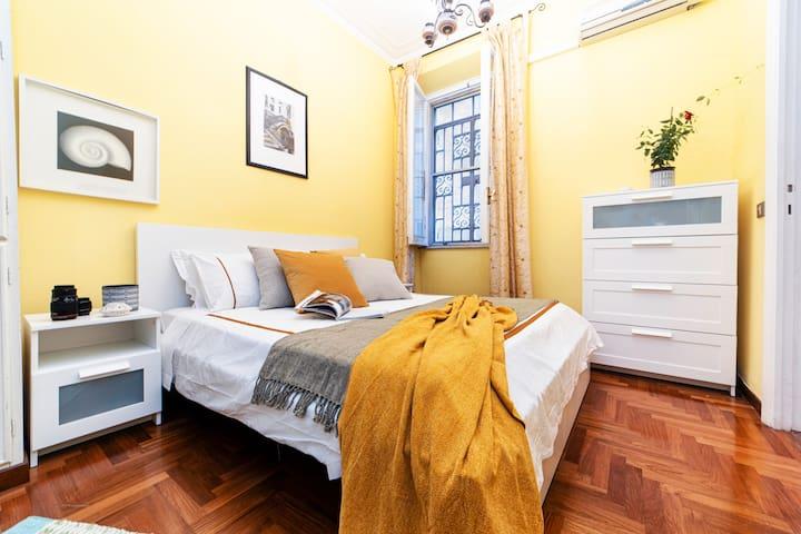 Rome Room in City Center, Piazza del Popolo