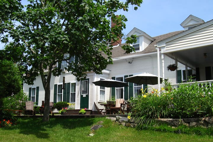 Charming Historic B&B Cape Cod/WW