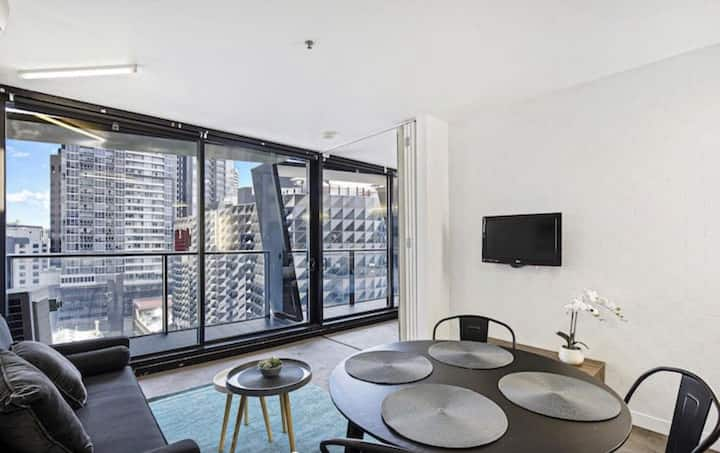 Centrally Located w View 2 BR Apartment-Melb.City