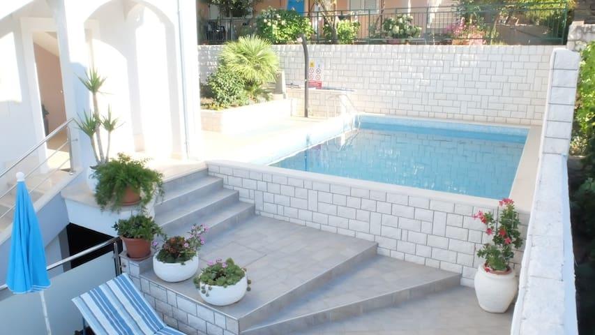 Apartment Daisy 2**** in Trogir
