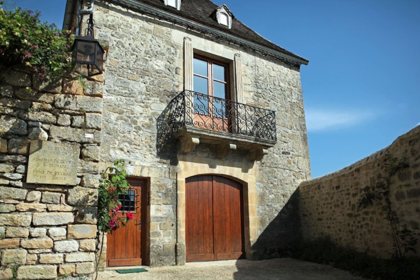 Entrance of the apartment, in the village of Beynac