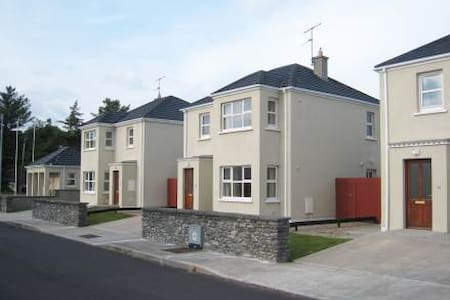 The Moorings - 3BR Apartment #11670409