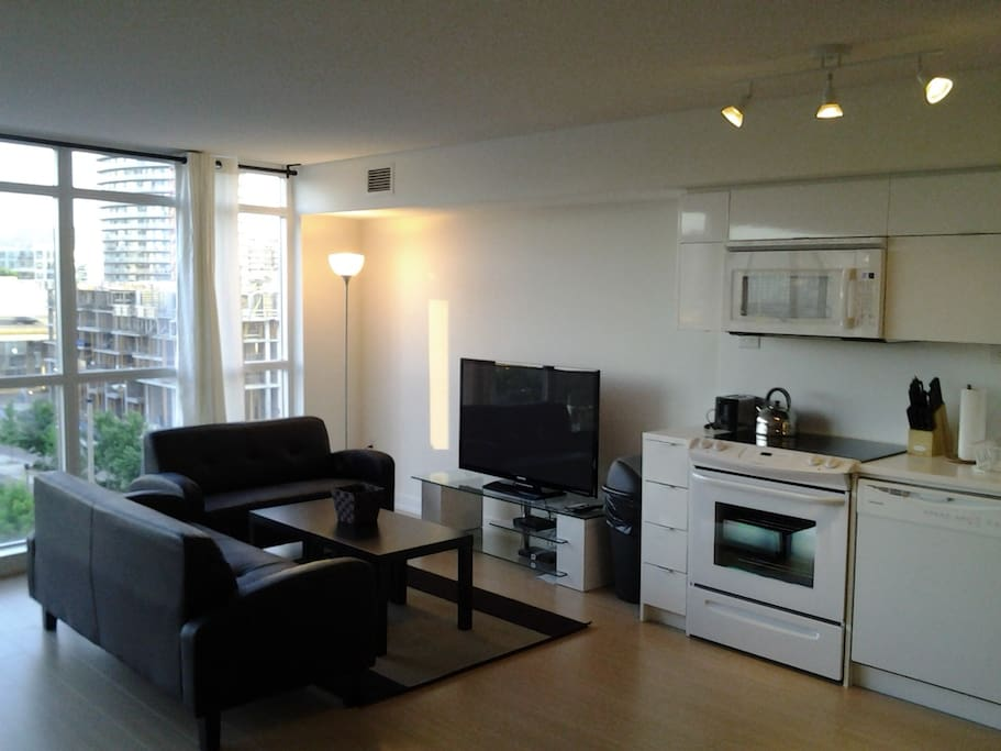 Amazing 2 Bedroom Office W Parking In Downtown Apartments For Rent In Toronto Ontario Canada