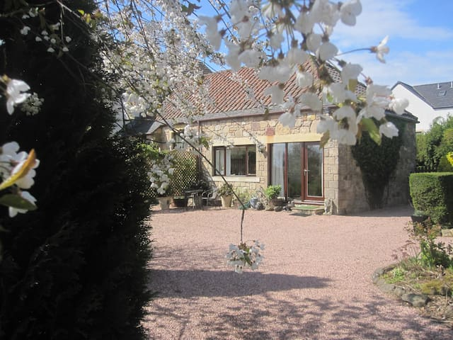 Stunning cottage near St Andrews - Colinsburgh - House