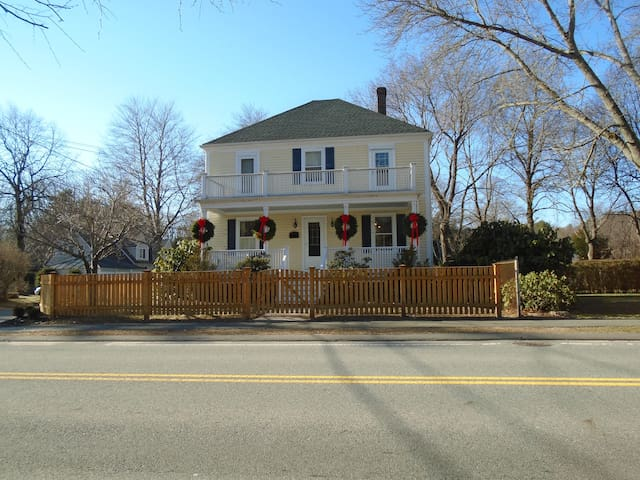 4 BR, 2 1/2 Bath 1 mile from Beach - Manchester-by-the-Sea - House
