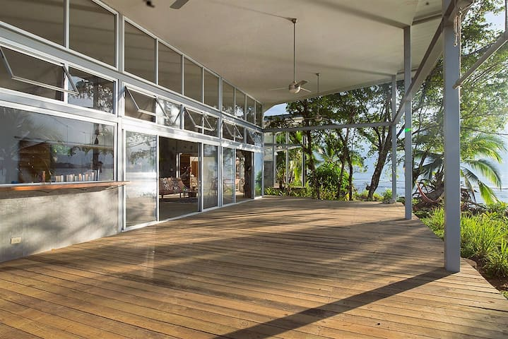 Casa Sur at Casa Comunal - Bocas del Toro - 단독주택
