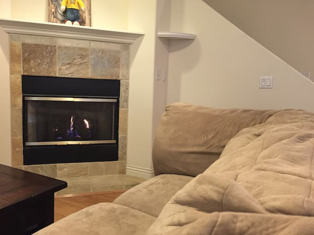 Comfortable Private Room in Beautiful Townhouse - Pasadena