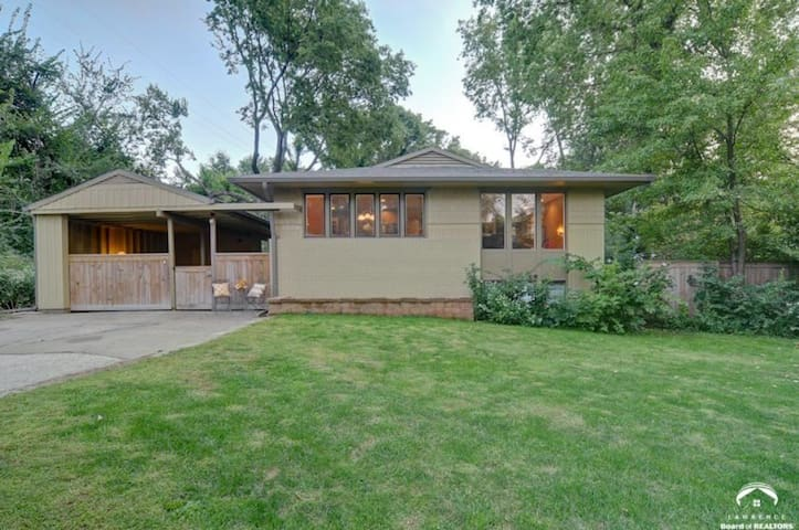 Private 5bd Home Close to KU Campus & Downtown - Lawrence - Haus