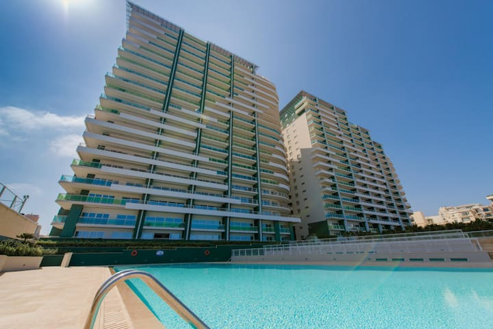 LUX APT IN FORT CAMBRIDGE WITH POOL - Sliema