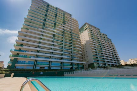 LUX APT IN FORT CAMBRIDGE WITH POOL - Sliema - Apartment