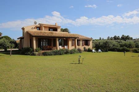 Villa Marinella con vista sul mare