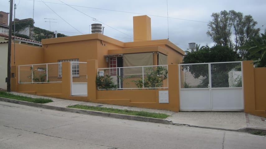 Casa para 3 pers. Centro - Alta Gracia - Casa
