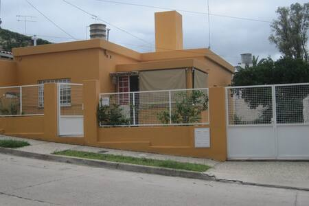 Casa para 3 pers. Centro - Alta Gracia - Haus