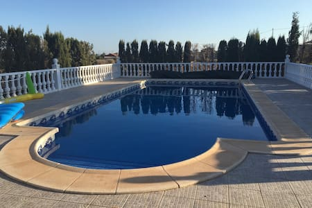 Spanish villa with pool, 3 bedrooms & Wifi - La Campana - Villa