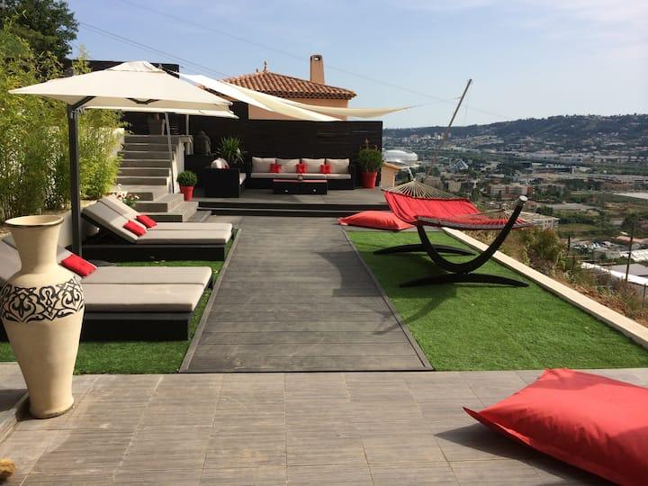 Beautiful contemporary villa in quiet area