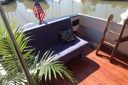 Private 1 Bedroom Floating Home - San Rafael - Boot