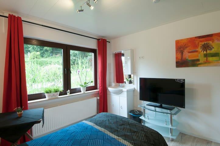 Super Zimmer mit Gartenblick - Werdohl - Haus