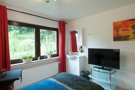 Super Zimmer mit Gartenblick - Werdohl - House