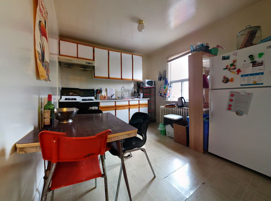 Full kitchen with gas stove for all your epicurean needs