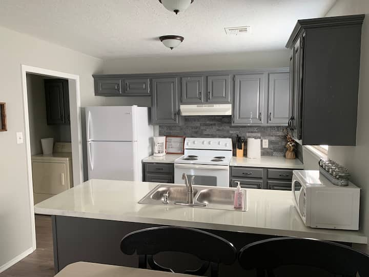 Adorable Townhome Near Fort Sill & Wildlife Refuge