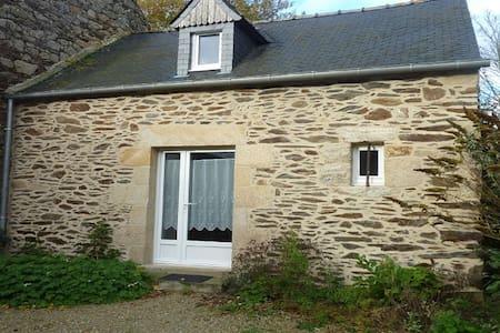 Maison en pierres dans site naturel - Pléven - บ้าน