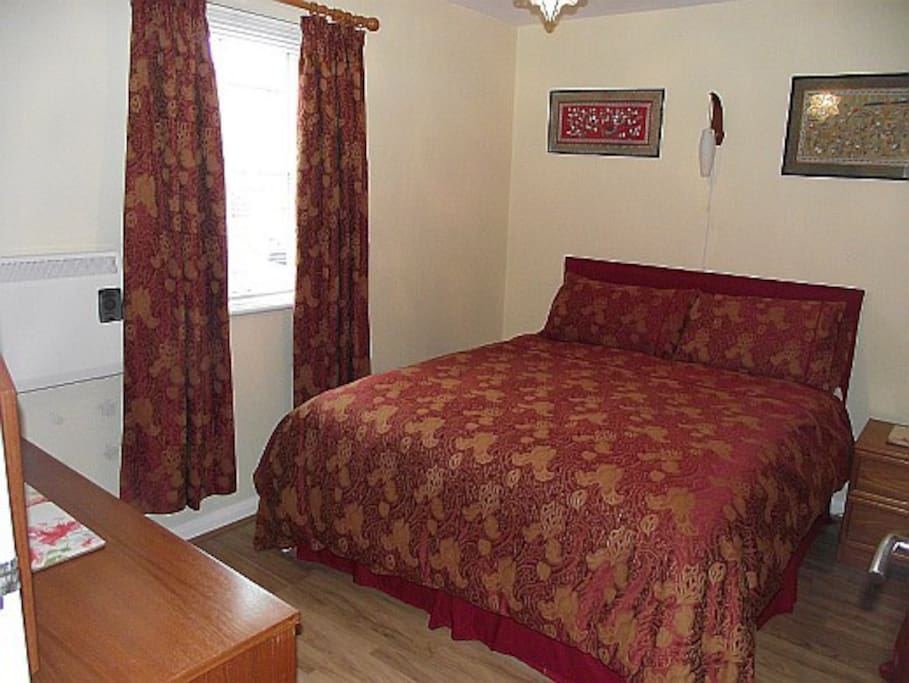 The double bedroom, there is a connecting door to the dressing room with single bed.
