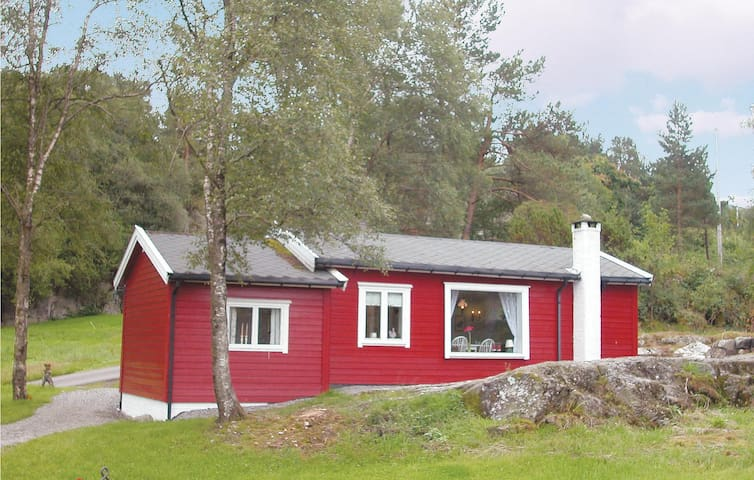 Holiday cottage with 2 bedrooms on 65m² in Etne