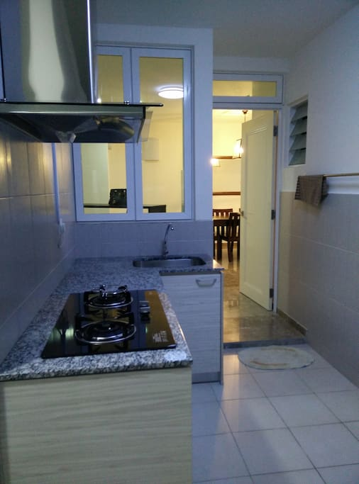 Cooking area with gas stove and also a washing machine for clothes
