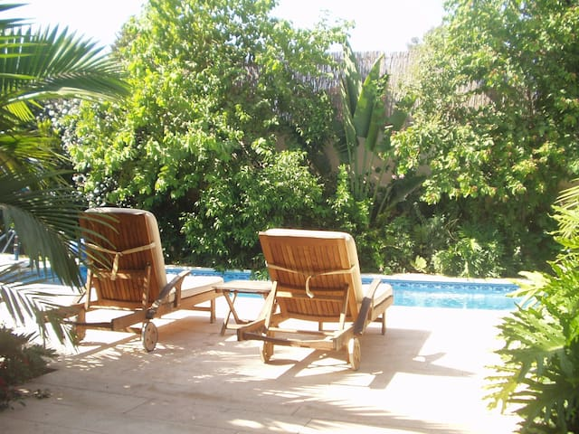 Room in Gorgeous Spacious Villa, Pool and Garden