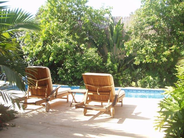 Room in Gorgeous Spacious Villa, Pool and Garden - Tzoran-Kadima - 別荘
